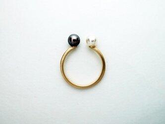 K10 白黒アコヤ真珠のリングの画像