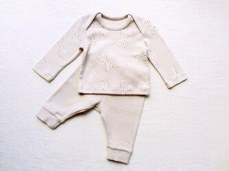 グレーのリボン柄のベビーTシャツ&スパッツ (60cm)の画像