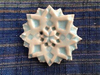 ブローチ菱四花四孔 水色の画像