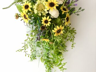 Sunflower basket hangingの画像