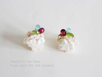 rainbow★淡水真珠とカラフルな天然石の刺繍ピアスの画像