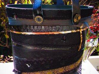 蛇革トート 黒×黒の画像