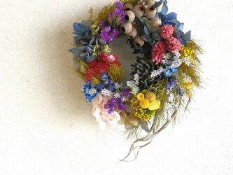 小花の花束リースの画像