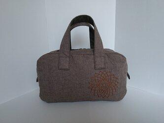 リネンにドイリー刺繍のボストンバッグの画像