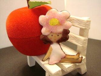 七宝焼きブローチ 花園からこんにちわの画像