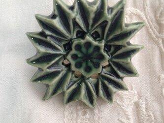 ブローチ薬師草の花 織部の画像