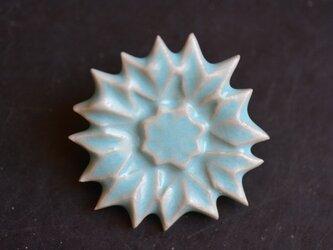 ブローチ薬師草の花 水色の画像
