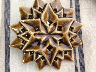 ブローチ六角星 飴色 Mの画像