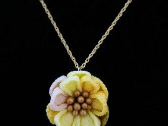 つまみ細工の小さな花のネックレス2の画像