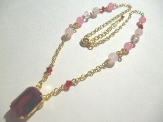 カットガラス・カルセドニー・メタルパーツのネックレスの画像