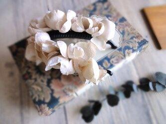 紫陽花のバナナクリップ ■ ふんわり優しいシルエット ■ ベージュピンクの画像