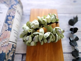 紫陽花のバナナクリップ■ふんわり優しく包み込むシルエット■グリーン×パープルの画像