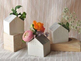 花の咲く家(花瓶)の画像