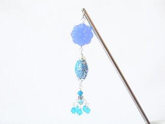青い花ビーズのかんざしの画像