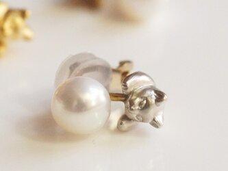 パールと猫のイヤリング/シルバー 片耳の画像