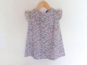 薄紫色の小花柄のフリル袖ワンピース(90cm)の画像