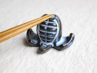 剣道のメン箸置き(青萩色)の画像