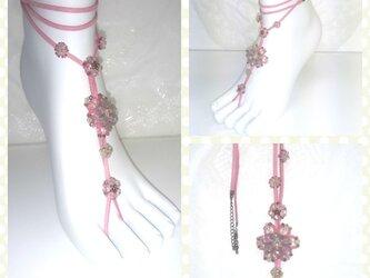 素足の季節に!ゴージャスビーズのベアフットサンダル(ピンク系)の画像