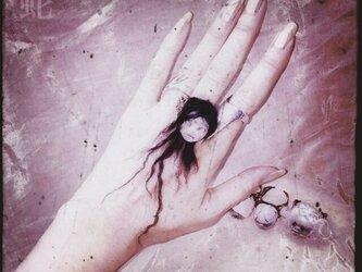 髪の毛の伸びるリングの画像