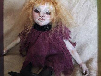 【訳あり】クロスボディ人形(パープルワンピ)の画像