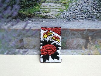手刺繍ブローチ*花札(牡丹に蝶)の画像
