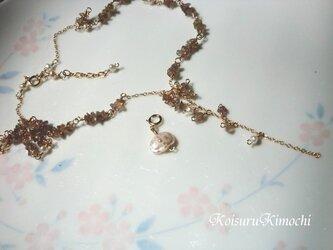 カラーチェンジガーネットのネックレス【花-flower-】の画像