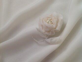 白薔薇ブローチの画像