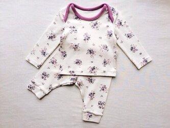 紫色の小花柄のベビーTシャツ&スパッツ (60cm)の画像