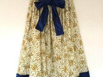 小さい人のためのミモレ丈スカート(イエロー×紺)の画像
