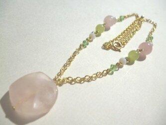 ローズクオーツ・カルセドニー・カットガラスのネックレスの画像