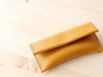 クラッチバッグのような形のペンケース イエローの画像