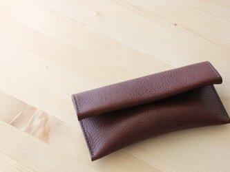 クラッチバッグのような形のペンケース チョコの画像
