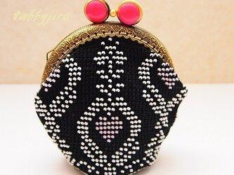 ビーズ編みがま口-連立ハートの画像
