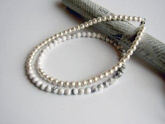 ハウライトとコットンパールのネックレスの画像