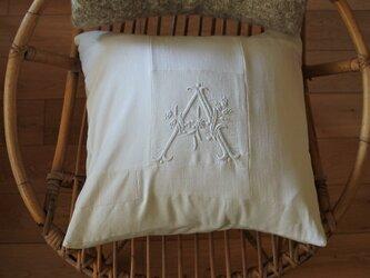 Sale!4800→4300モノグラム刺繍クッションカバーの画像