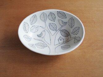 木とことりと巣箱 楕円ボールの画像
