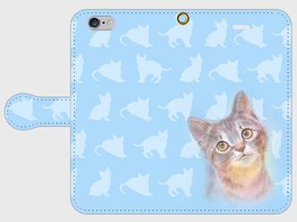 見上げる子猫ちゃん  手帳型スマホケース iPhone6/6sの画像