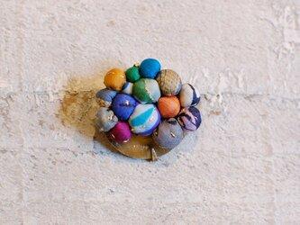 ポンポンブローチ<バングラデシュからきた色、サリーの古布>の画像
