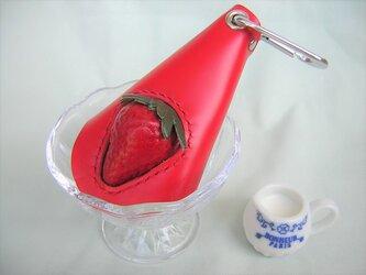 イチゴの本革キーケース(レッド)の画像