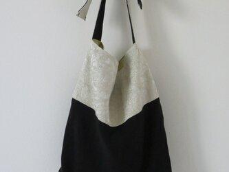 銀糸帯と黒地着物のバッグの画像