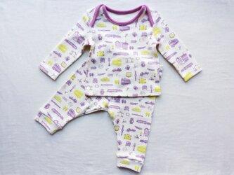 紫色の車柄のベビーTシャツ&スパッツ (70cm)の画像