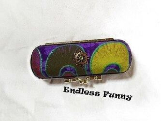 ゴールドチャーム付きハードタイプの印鑑ケース がま口印鑑ケース アフリカン生地 薄紫の画像