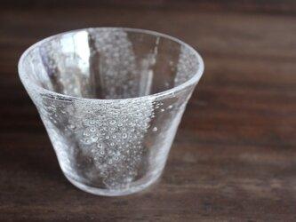 小さな泡の小鉢の画像