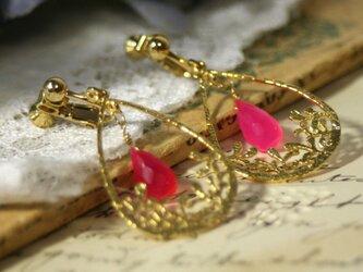 【天然石】ピンクカルセドニーモチーフイヤリングの画像