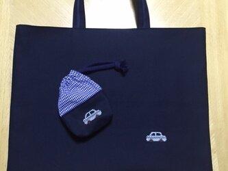 クロスステッチ刺繍*車★(ポーチつき)紺色のレッスンバッグの画像