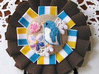 刺繍ブローチ・花とペンギンの画像