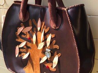 牛革手縫い手提げバッグ「いのちの木」の画像