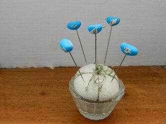 しあわせの青い鳥飾り待ち針の画像