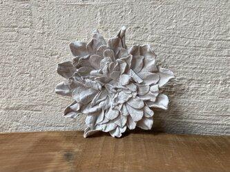 革花のブローチピン 2Lサイズ 白の画像