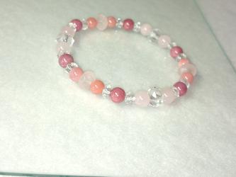 桜色のブレスレットの画像